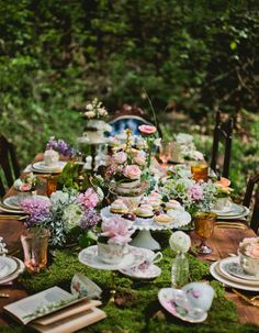 46 Ideas Garden Party Theme Wedding Alice In Wonderland For 2019 Outdoor Tea Parties, Outdoor Wedding Tables, Table Wedding, Outdoor Fun, Wedding Reception, Garden Party Decorations, Outdoor Wedding Decorations, Wedding Themes, High Tea Decorations