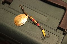 Size 9 Gold/Gold Bass Lure