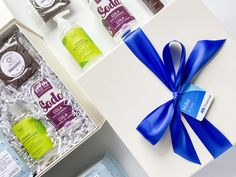 Bring your staff back to work in style ~ welcome back gift // hand sanitizer // desk treats // coffee // corporate gifting // employee gifts // entrepreneur // business ~ #moderngifting #welcomebackgift #backtoworkgift #newstaff Custom Gift Boxes, Customized Gifts, Welcome Back Gifts, Curated Gift Boxes, Custom Ribbon, Custom Wraps, Professional Gifts, Work Gifts, Employee Gifts