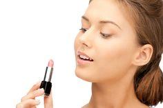 Para fazer uma mega produção você não precisa necessariamente ter um estojo de maquiagem digno de profissional.Veja alguns truques para reaproveitar o que você já tem.