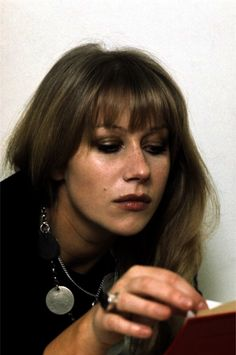 vintageruminance:  Helen Mirren, reading, 1970s  Holy fuck! 70´s Helen Mirren!