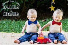 Ensaio Smash the Cake dos gêmeos Danilo e Murilo com acessórios do Ateliê Flor de Madeira e Pano.