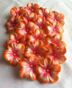 These flowers are totally edible including the dragee in the middle of the flowers.  The color on these are Electric Pink and Electric Orange.  Would look awesome on your cake and or cupcakes that you are decorating for your party, whether its for a wedding, birthday, or any other celebrations.