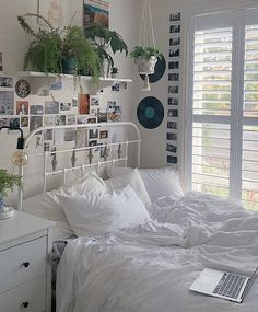 Indie Room Decor, Indie Hipster Bedroom, Grunge Bedroom, Cool Room Decor, Wall Decor, Room Ideas Bedroom, Bedroom Inspo, Study Room Decor, Zen Bedroom Decor