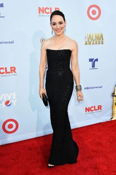 Madeleine Stowe Strapless Dress - Madeleine's black strapless gown had a gorgeous silhouette and cool sheen. Black Sequin Dress, Black Sequins, Madeleine Stowe, Hollywood, Iconic Women, Beautiful Actresses, Amazing Women, Strapless Dress Formal, Beautiful People