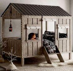 Não há como negar: as camas em formato de casinha são uma tendência em alta na decoração de quartos infantis.