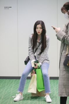 Your number one Asian Entertainment community forum! Seulgi, Red Velvet アイリーン, Red Velvet Irene, Korean Airport Fashion, Korean Fashion, Kpop Fashion, Girl Fashion, Fashion Outfits, Asian Music Awards