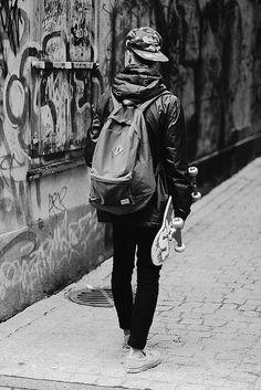 Skateboarding Black and White Photography, Skater Urban Fashion, Mens Fashion, Skate Fashion, Skater Boys, Foto Casual, Skate Surf, Skate Man, Skate Style, Longboarding