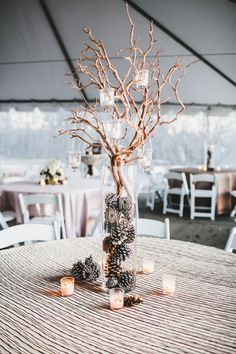 Diese 15 Weihnachten Hochzeit Ideen sind so einfach zu erstellen - Dekoration Haus Diy Ces 15 idées de mariage de Noël sont si faciles à créer Winter Thema, Winter Wedding Centerpieces, Winter Wonderland Centerpieces, Winter Wonderland Wedding Theme, Branch Centerpiece Wedding, Winter Themed Wedding, Outside Winter Wedding, Homemade Wedding Centerpieces, Winter Wonderland Ball