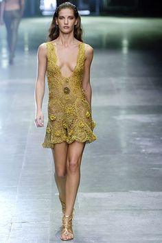 Alexander McQueen Spring 2006 Ready-to-Wear Fashion Show - Diana Dondoe