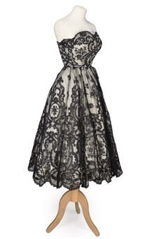 SLEEVELESS COCKTAIL DRESS OF BLACK LACE  EISA, CIRCA 1950
