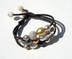 Perles de Tahiti, d'Australie, et autres jolies perles sur cuir australien, bracelet femme