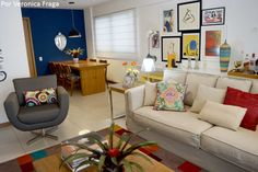 Sala de estar, de TV e de jantar integradas