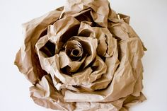 Make huge brown paper bag flowers! Paper Bag Flowers, Paper Bouquet, Paper Flower Backdrop, Paper Roses, Fabric Flowers, Paper Bags, Faux Flowers, Diy Flowers, Flower Diy
