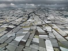 Explotacions agrícoles en hivernacles de plàstic a Almería (España). Foto: Edward Burtynsky, 2013