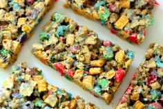 Everything you love about Rice Krispie treats married with the deliciousness of captain crunch! These are awesome, and would be a fun, easy party treat. (Captain Crunch treats)