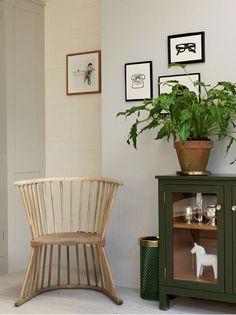 Howe Flip Chair in a remodeled Notting Hill townhouse with interior design by Charles Mellersh | Remodelista