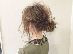 簡単メッシーバンのアップスタイルヘアアレンジを紹介