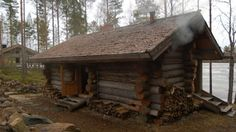 savusauna (smoke sauna) by Huliswood Small Log Cabin, Log Cabin Homes, Log Cabins, Finnish Sauna, Lean To, Finland, Construction, Smoke, House Styles