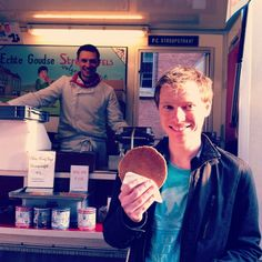 fresh stroopwafels from Albert Cuyp Markt are one of the Dutch foods you must try when visiting Amsterdam, just look at these happy smiles - FOOD IN AMSTERDAM - awesomeamsterdam.com - instagram/awesomeamsterdam