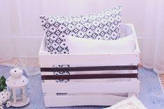 Metamorfoza starej skrzynki DIY! Pomysł na przechowywanie poduszek