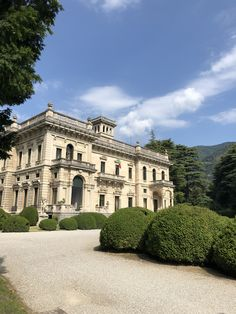Luxury wedding venue in Italy. The perfect setting for an exclusive wedding at lake Como. Beautiful Buildings, Beautiful Homes, Beautiful Places, Wedding Venues Italy, Lakeside Garden, Lake Como Italy, Lake Como Wedding, Italian Villa, Aesthetic Rooms