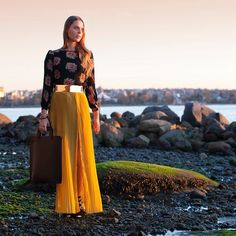 Love this gold belt and flowing skirt. How to winterize a bright summer maxi. #maxi #gold #winterize