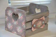 Wood Crafts, Diy And Crafts, Arts And Crafts, Pallet Wall Decor, Decoupage Art, Wooden Art, Wood Projects, Crates, Christmas Crafts