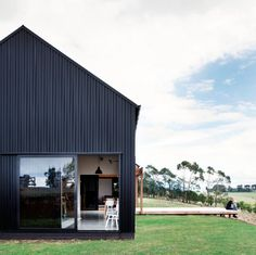 "Image 1 of 12 from gallery of Red Architecture Wins Top New Zealand Prize for ""Innovative Black Barn"". Modern Barn Form / Red Architecture. Image Courtesy of ADNZ"