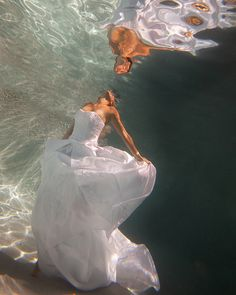 Amazing underwater trash-the-dress photo! so beautiful  I want to do this so much for my wedding <3