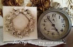 Little wreath and a vintage clock