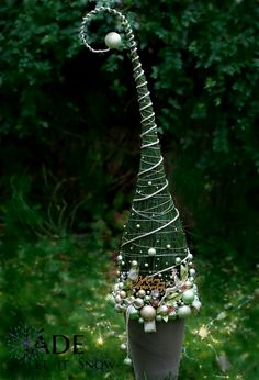 1 million+ Stunning Free Images to Use Anywhere Dress Form Christmas Tree, Tabletop Christmas Tree, Cone Christmas Trees, Xmas Tree, Simple Christmas, Winter Christmas, Christmas Decor Diy Cheap, Christmas Decorations, Christmas Arrangements