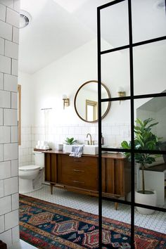 Modernes Vintage Badezimmer enthüllen – You are in the right place about bathroom decor rugs Here we offer you the most beautiful pictures about the cute bathroom decor you are looking for. When you examine the Modernes Vintage Badezimmer enthüllen – Modern Vintage Bathroom, Modern Vintage Decor, Modern Farmhouse Bathroom, Vintage Industrial, Vintage Ideas, Modern Rustic, Farmhouse Interior, Vintage Style, Industrial Style