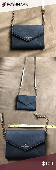 Kate Spade crossbody Cute small crossbody with built in credit card holder. Gently used in perfect condition. kate spade Bags Crossbody Bags
