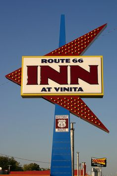 The Route 66 Inn sign in Vinita, Oklahoma is typical of may large heon signs that are dotted along Route October 2006 Route 66 Oklahoma, Old Route 66, Route 66 Road Trip, Historic Route 66, Travel Route, Road Routes, Vintage Neon Signs, Old Gas Stations, Hotel Motel