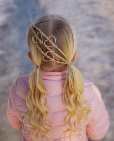 Check out the beautiful pigtail curls for kids girls 2018 to create right now. Find here the different ideas of easy hairstyles for kids boys and girls to give attractive and cool look. These are amazing and best hair trends for kids around the world. Easy Hairstyles For Kids, Baby Girl Hairstyles, Trendy Hairstyles, Kids Hairstyle, Famous Hairstyles, Teenage Hairstyles, Heart Hairstyles, Pigtail Hairstyles, Kids Braided Hairstyles