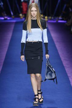 Versace aposta na tendência esportiva para o verão 2017 - Vogue | Desfiles