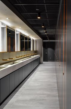 Another submitted by Richard Beattie taken from 20 Canada Square. Seen a stunning washroom in a public or commercial building? Share it using for your chance to win an amazing Molton Brown gift set! Wc Design, Toilet Design, Wc Public, Cubicle Design, Toilet Cubicle, Industrial Toilets, Underwater Restaurant, Washroom Design, Public Bathrooms