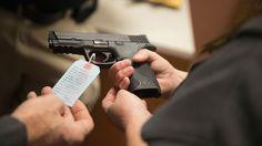 Varios expertos nos dieron su opinión acerca de portar un arma para sentirnos más seguros, aunque en las últimas fechas han sucedido tragedias por la poca regulación de compra de estos artículos.