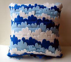 Outra almofada de feltro original. Excelente para o quarto dos meninos!