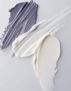 Quand les coloris des cosmétiques inspirent pour un look casual t shirt blanc et  un jean denim used .vogue_india98801_1.jpg