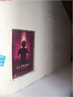 Sur le mur, l'affiche du film... Shabby Chic, French, Film, Home Decor, Wall, Event Posters, Movie, Decoration Home, French People