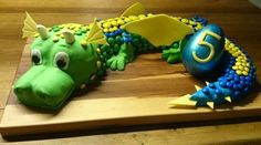 Torte Tier Drache Smarties m&m& Kuchen. Dragon Birthday, 4th Birthday, Keks Dessert, Easy Minecraft Cake, 3d Cakes, Fancy Cakes, Cake Tutorial, Food Design, Let Them Eat Cake