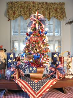 We Invite - We Gather - We Celebrate! - Fourth of July - Americana Tree by Denise Guillen 4th Of July Photos, Fourth Of July Decor, 4th Of July Celebration, 4th Of July Decorations, July 4th, Christmas Decorations, Americana Crafts, Patriotic Crafts, Holiday Tree