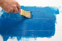 How to Paint a Ceramic Tile Floor - For the Home - Painted floor tiles Painting Ceramic Tile Floor, Painting Tile Floors, Glazed Ceramic Tile, Glazed Tiles, Painted Floors, Ceramic Flooring, Modern Flooring, Flooring Options, Flooring Ideas