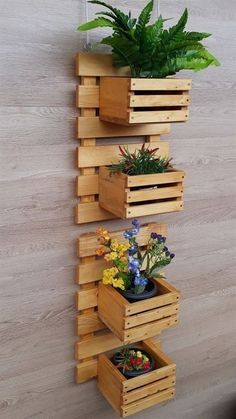 Pallet Furniture Designs, Diy Garden Furniture, House Furniture, House Plants Decor, Plant Decor, Jardim Vertical Diy, Small Balcony Decor, Small Patio, Diy Pallet Wall
