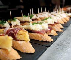 Tapas at Lizarran Spanish Tapas, Spanish Food, Astoria Hotel, Barcelona Hotels, Bruschetta, Canapes, Yummy Snacks, Fine Dining, Bento