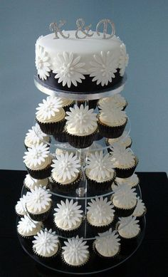 cupcakes bruidstaart wit madelief