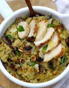 Quinoa with coconut milk, chicken and Quinoa au lait de coco, poulet et champignons In this recipe, quinoa is cooked like a risotto. With roasted chicken pieces and toasted hazelnuts, this simple dish to prepare is a treat! Healthy Chicken Recipes, Quick Easy Meals, Meat Recipes, Healthy Dinner Recipes, Cooking Recipes, Diabetic Recipes, Quick Recipes, Healthy Meal Prep, Healthy Eating