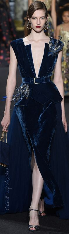 The complete Elie Saab Fall 2016 Couture fashion show now on Vogue Runway. Style Haute Couture, Haute Couture Paris, Couture Fashion, Runway Fashion, Fashion Show, Paris Fashion, Fashion Outfits, Elie Saab Couture, Beautiful Gowns